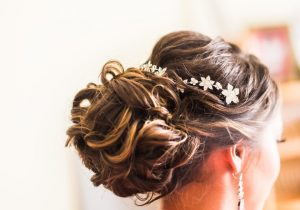 Tips for choosing your ideal Wedding HairStyles for your marriage day.
